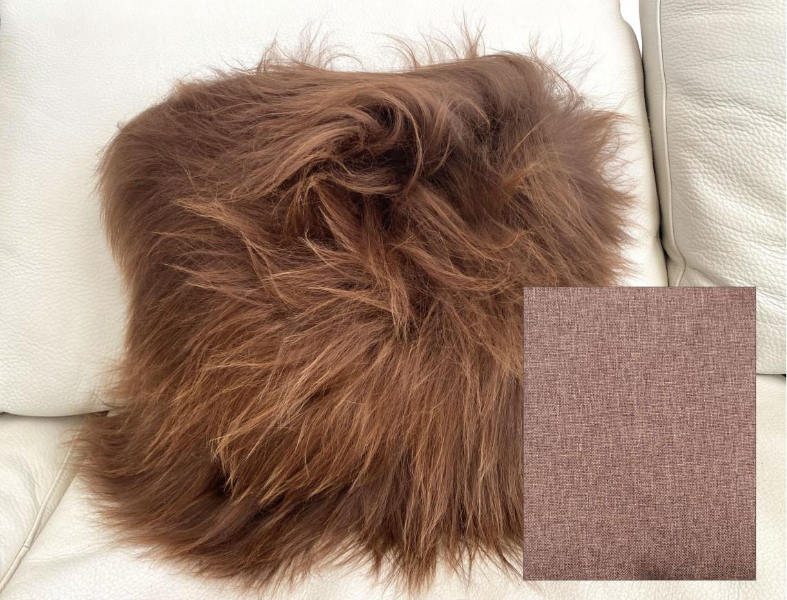 Coussin en mouton Islandais marron méché naturel SIMPLE FACE, face arrière en tissu