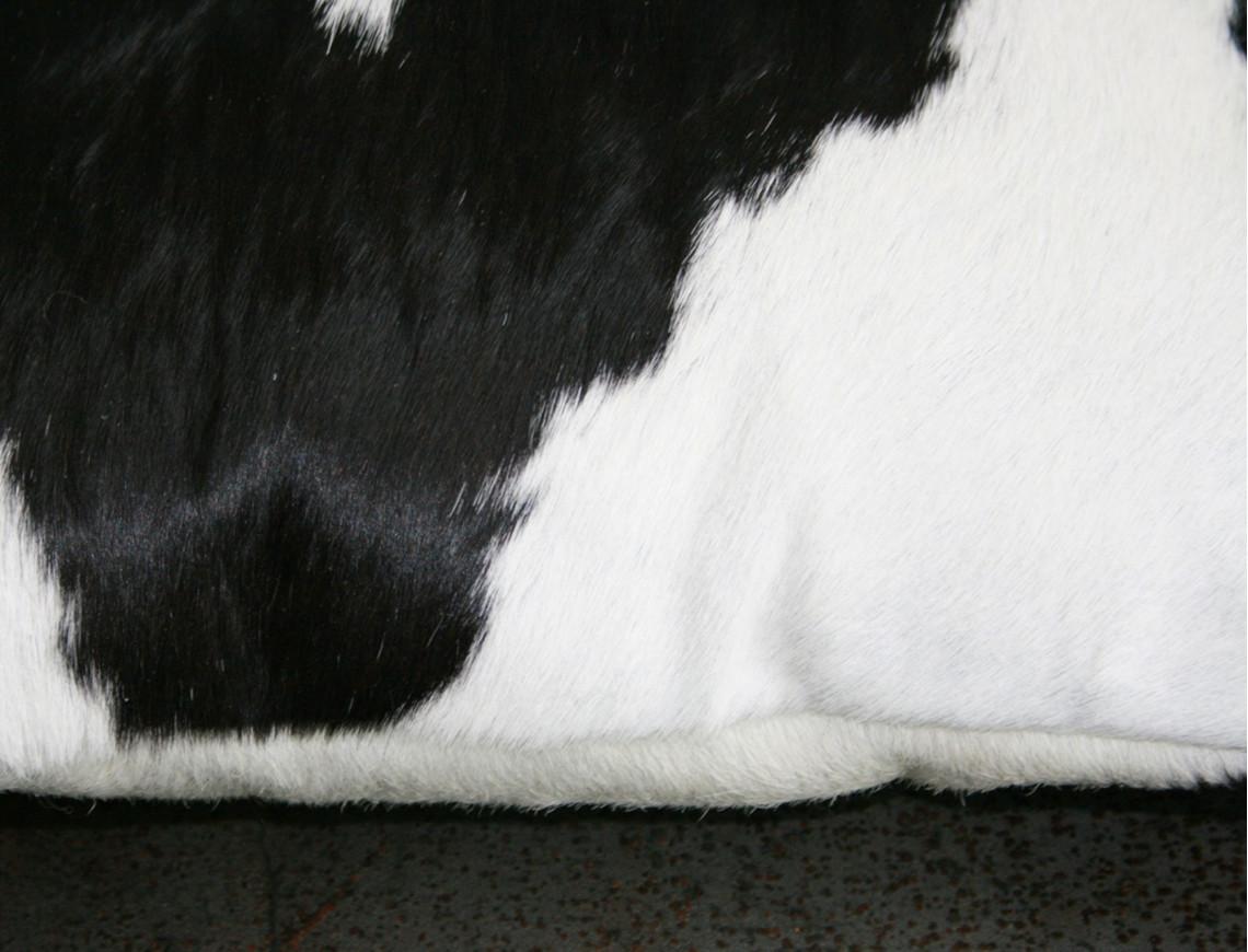 Coussin en peau de vache Noire & Blanche DOUBLE FACE