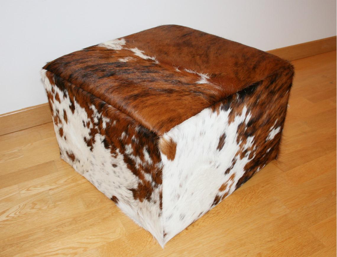 pouf en peau de vache normande claire. Black Bedroom Furniture Sets. Home Design Ideas