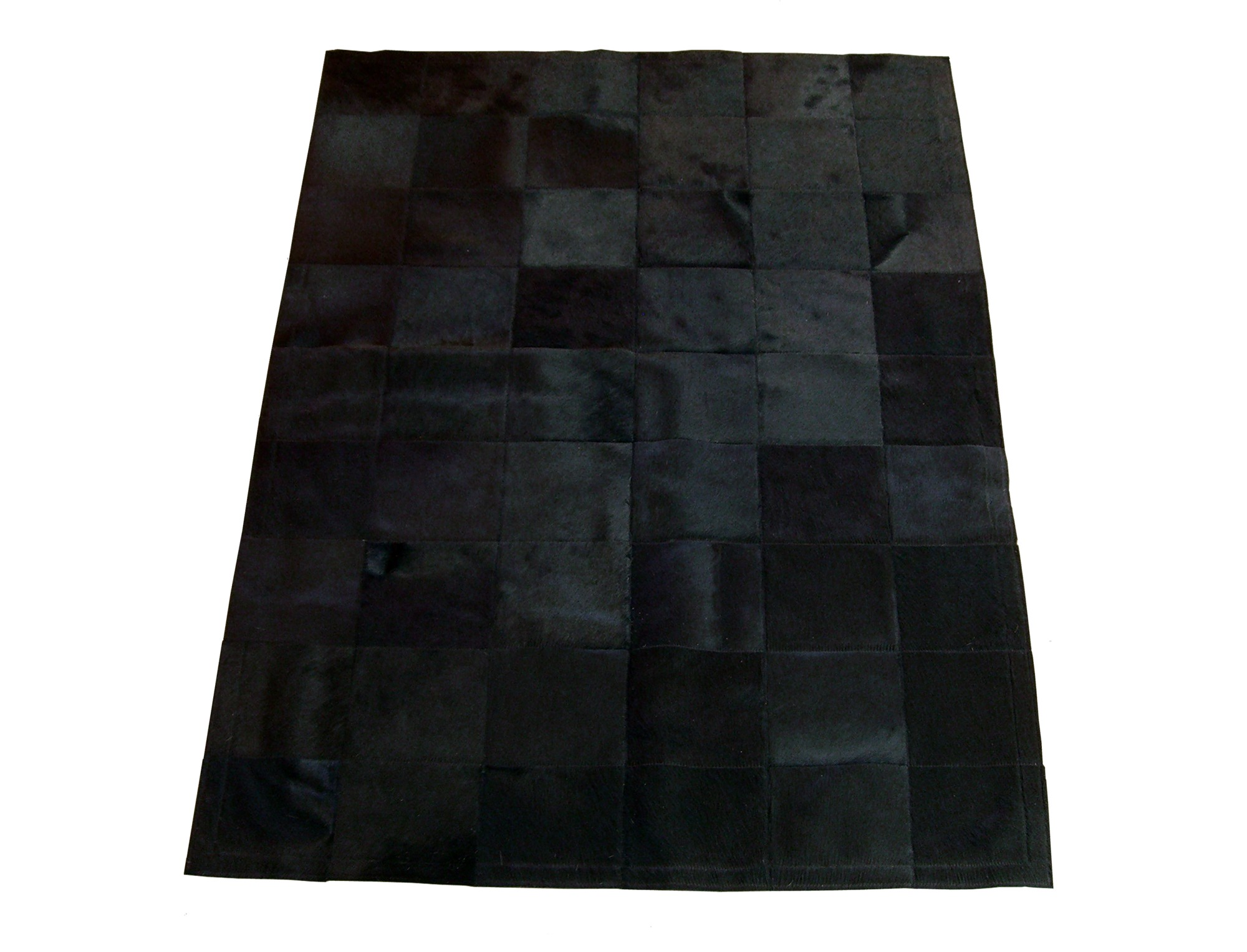 tapis patchwork en peau de vache teint e noire. Black Bedroom Furniture Sets. Home Design Ideas