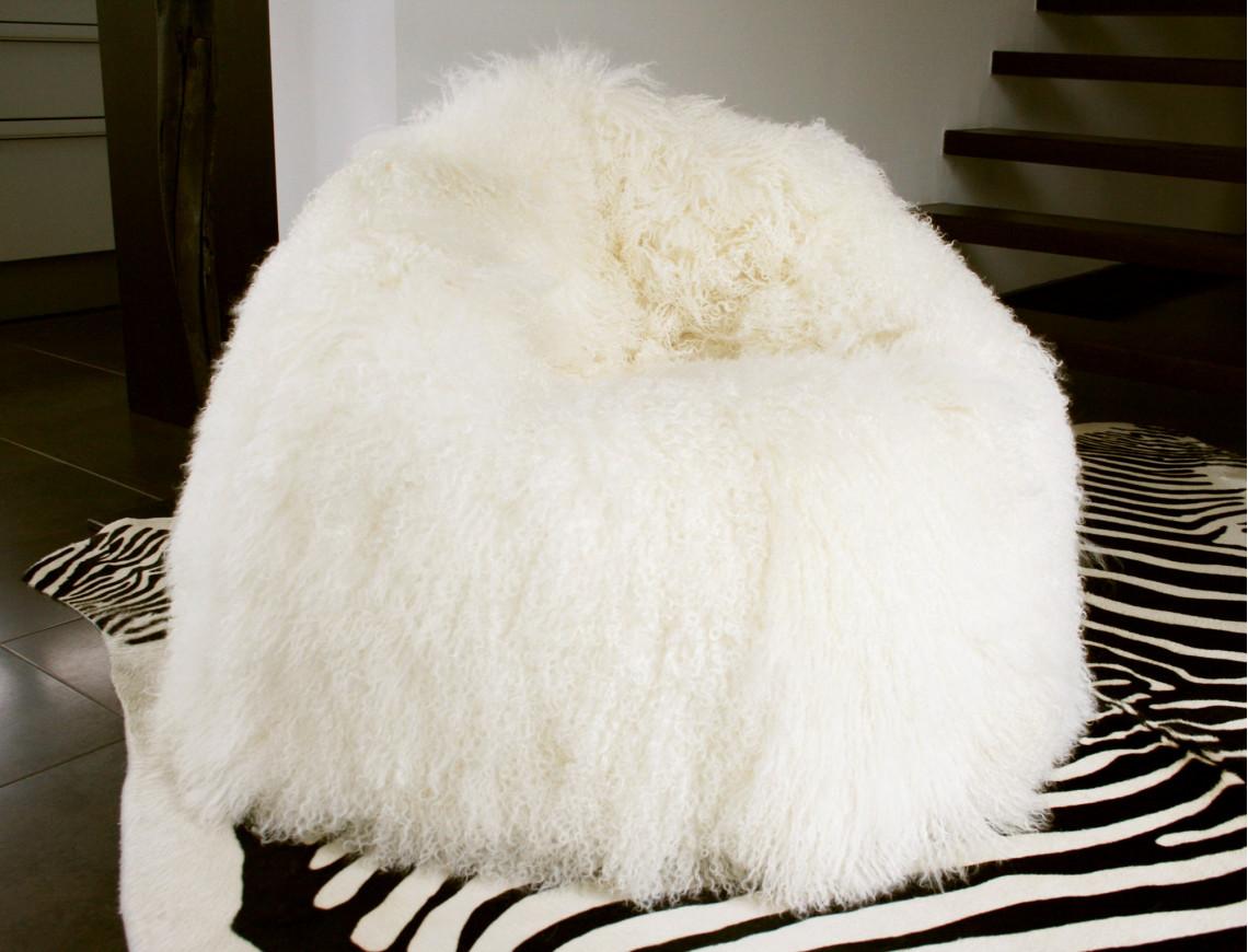 pouf en agneau de mongolie. Black Bedroom Furniture Sets. Home Design Ideas