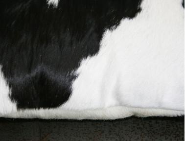 Coussin rectangle en peau de vache Noire & Blanche DOUBLE FACE