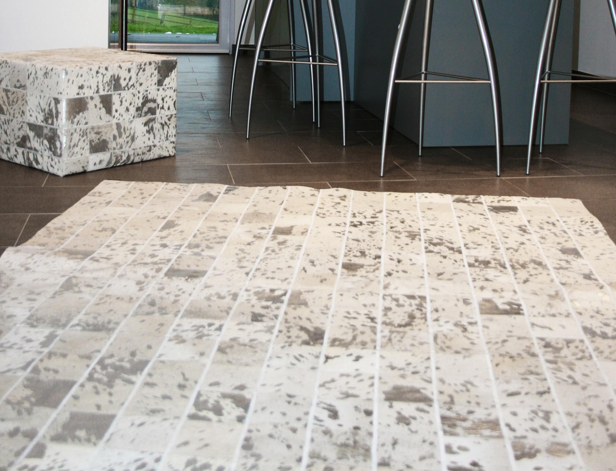 Tapis patchwork en peau de vache blanche argent e - Peau de vache tapis ...