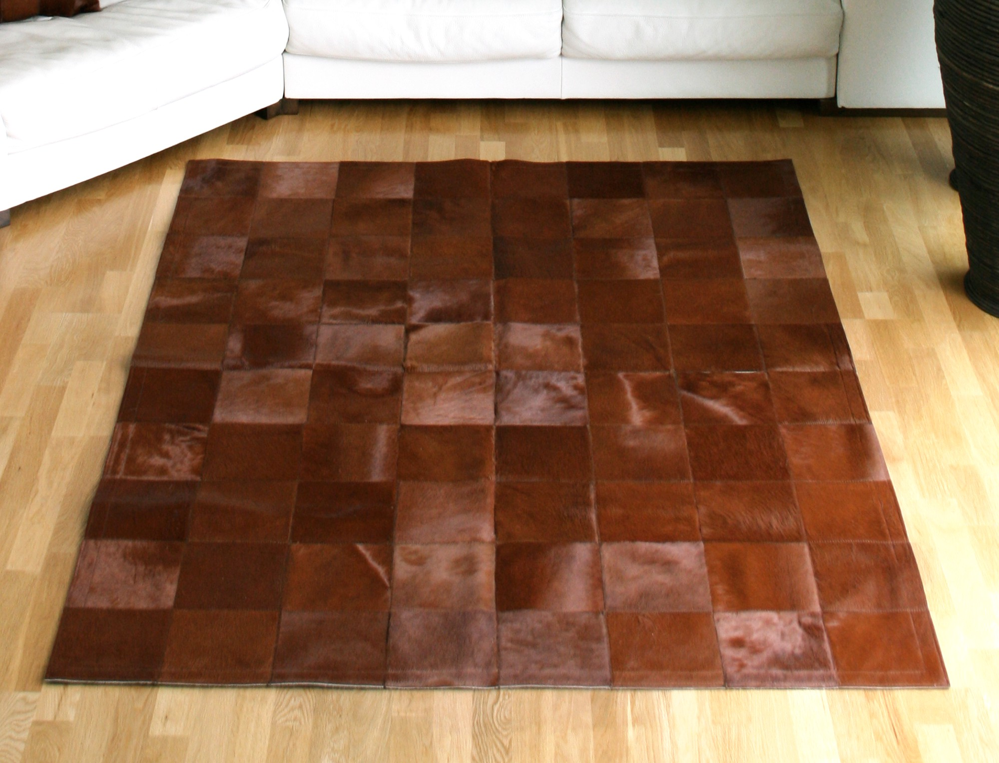tapis patchwork en peau de vache teint e marron. Black Bedroom Furniture Sets. Home Design Ideas