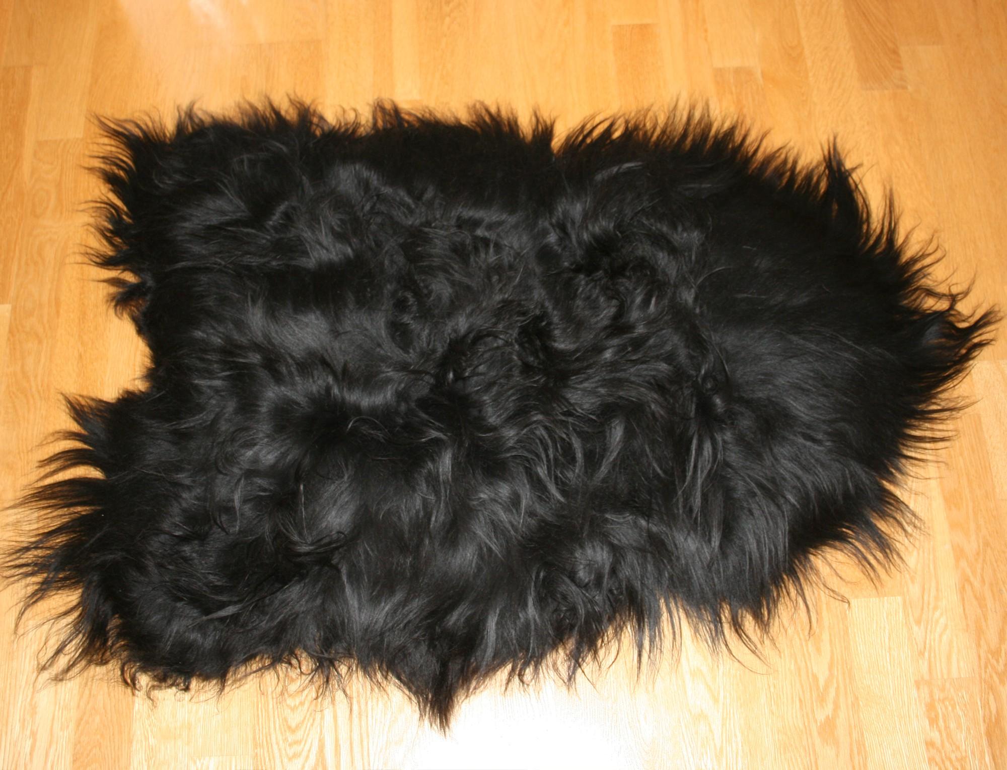 tapis en peau de mouton islandais noir tannage cologique. Black Bedroom Furniture Sets. Home Design Ideas