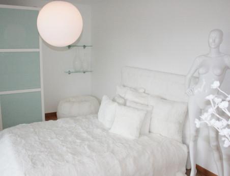 Dessus de lit blanc en fourrure de lapin