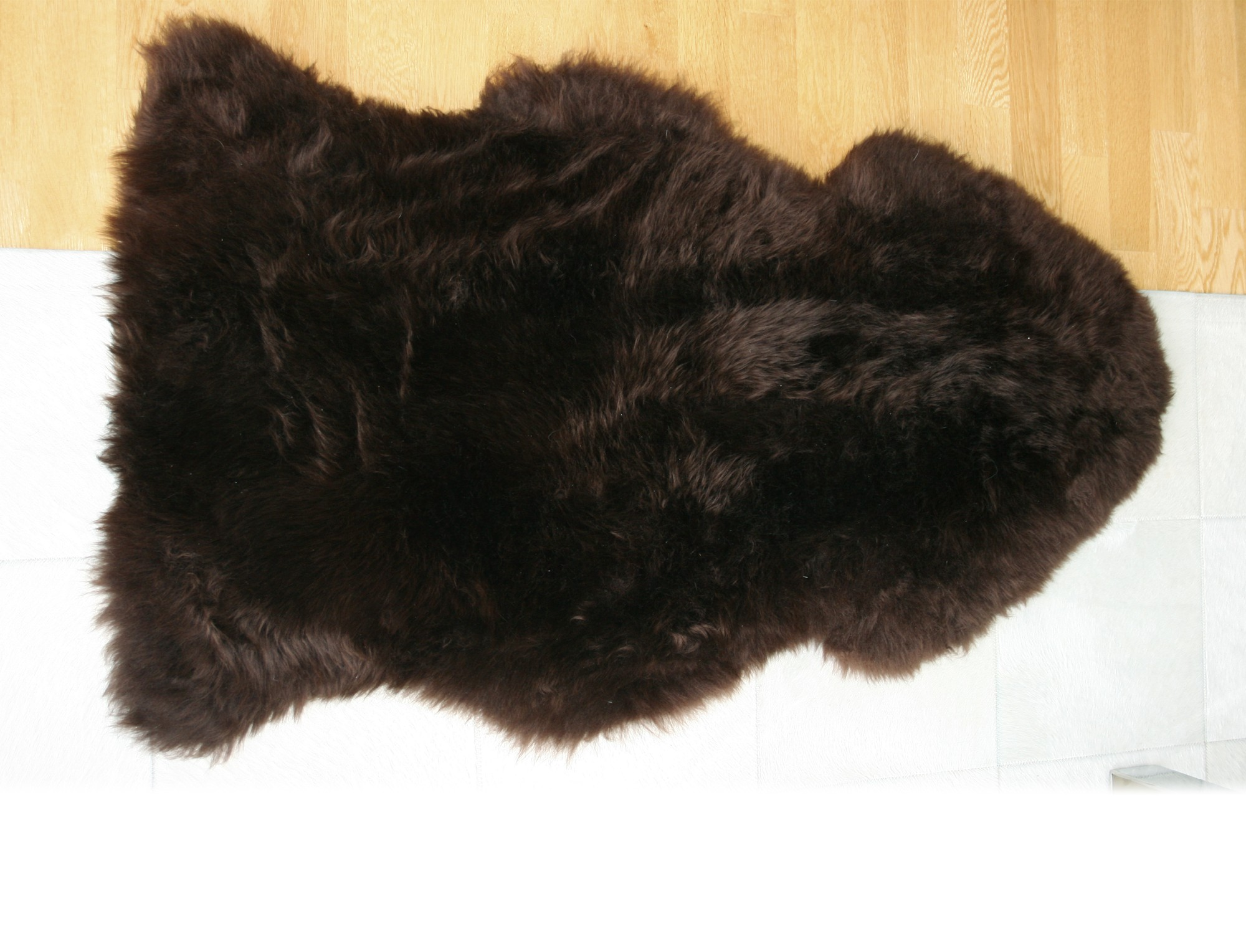 peau de mouton teint e marron. Black Bedroom Furniture Sets. Home Design Ideas