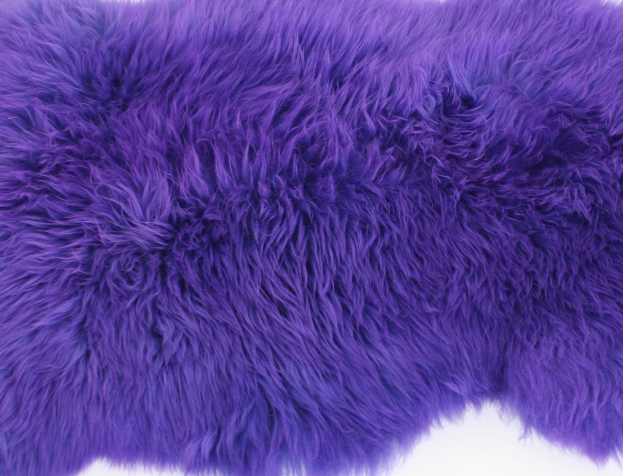 peau de mouton teint e violet. Black Bedroom Furniture Sets. Home Design Ideas