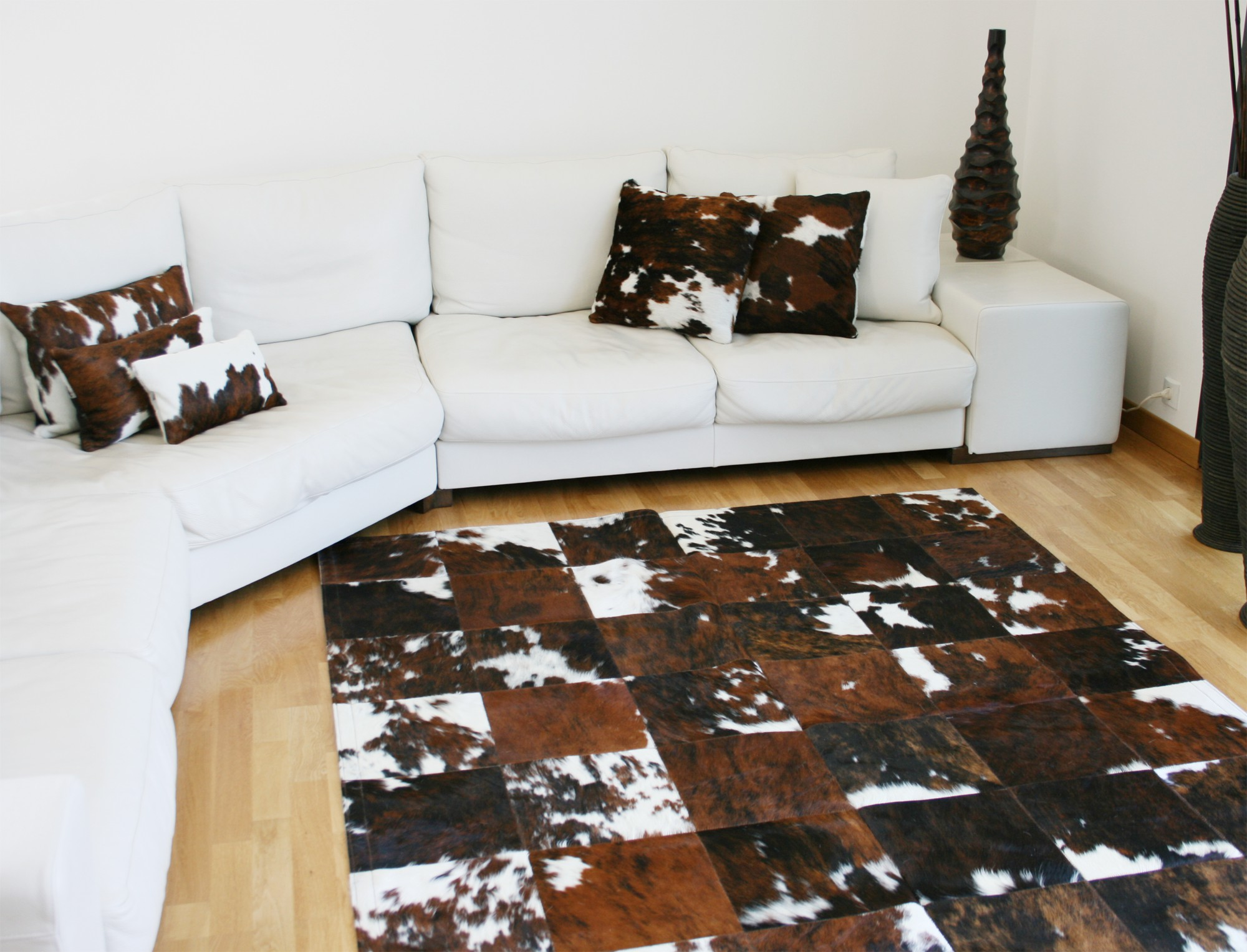 tapis patchwork en peau de vache normande. Black Bedroom Furniture Sets. Home Design Ideas
