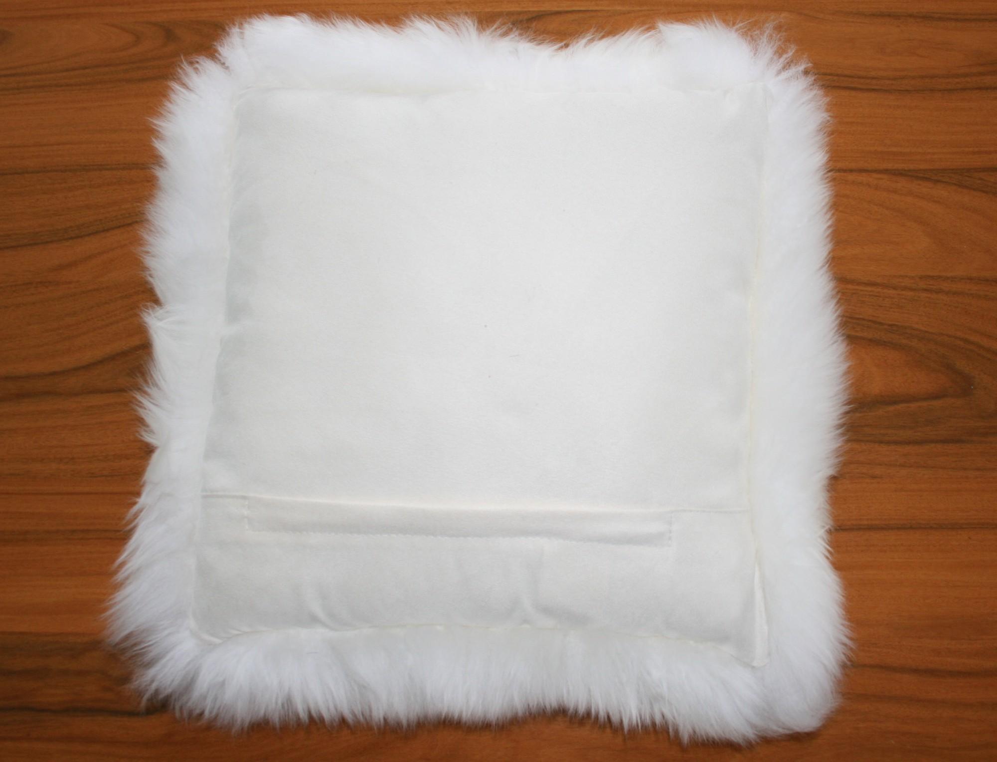 coussin en peau de mouton blanc simple face. Black Bedroom Furniture Sets. Home Design Ideas