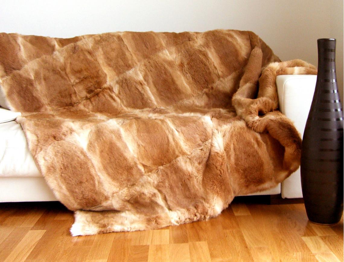 dessus de lit roux en fourrure de lapin. Black Bedroom Furniture Sets. Home Design Ideas
