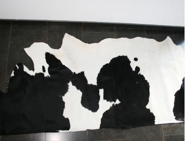 Demi-peau de vache Noire et Blanche pour tapisserie
