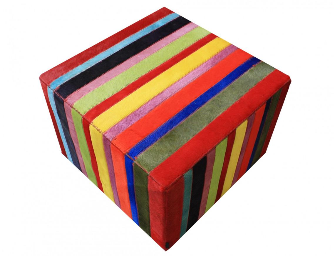 Pouf en patchwork de bandelettes de peau de vache multicolore unie