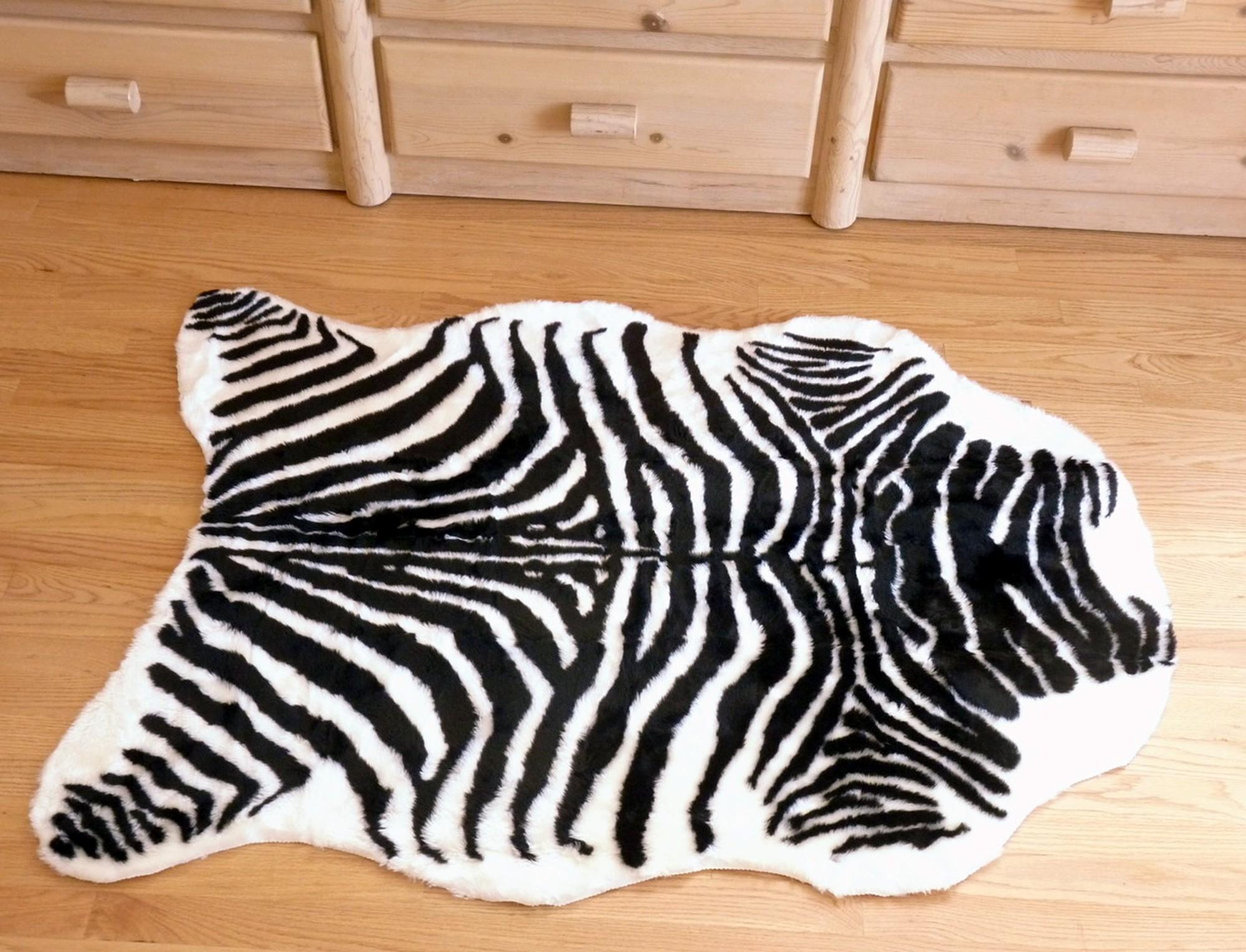 tapis imitation z bre synth tique couleur blanc et noir. Black Bedroom Furniture Sets. Home Design Ideas