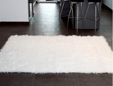 Tapis rectangle en peau de mouton synthétique blanc