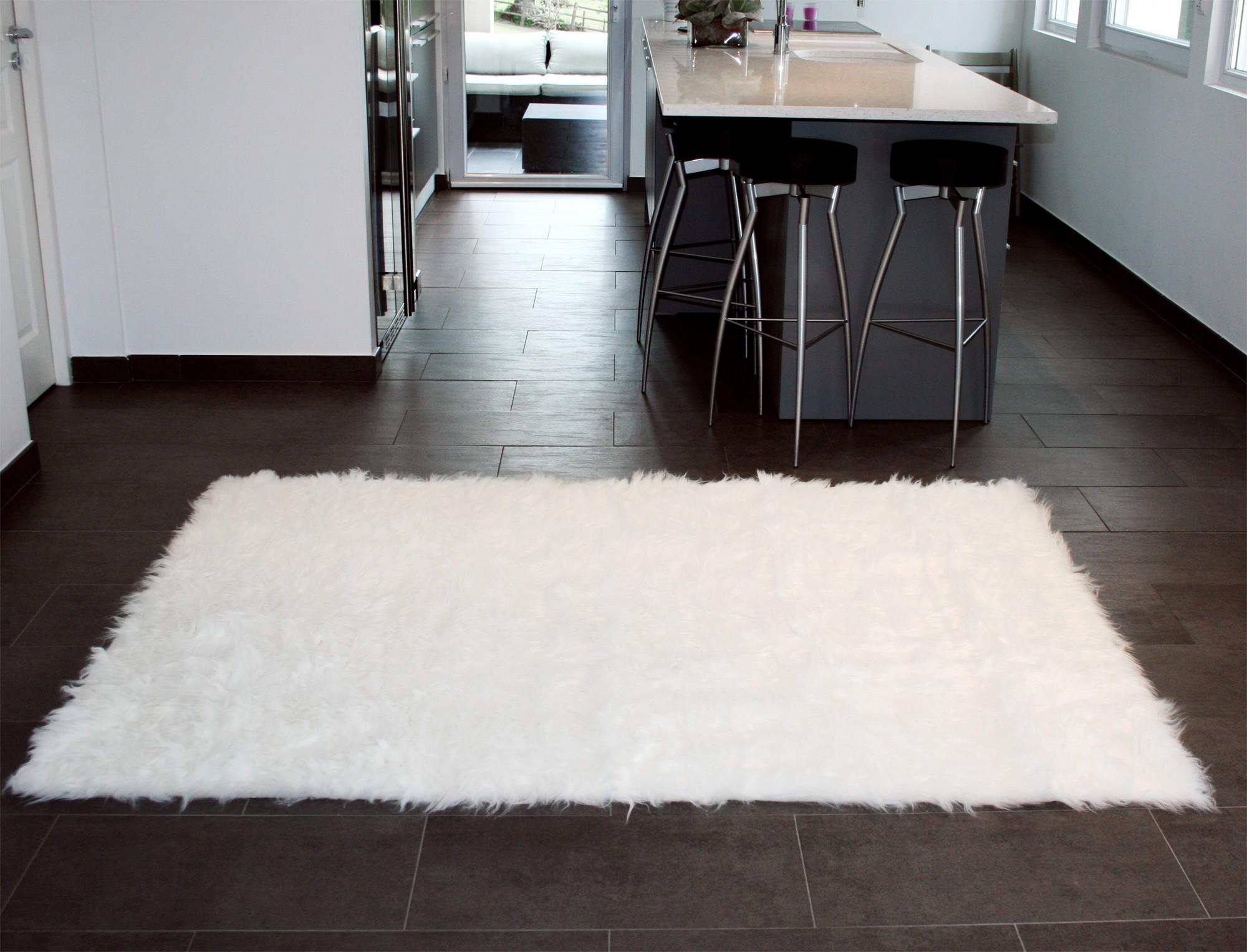 Tapis rectangle en peau de mouton synthétique blanc - PeauDeVache.com