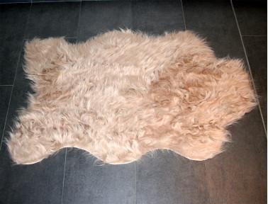 Peau de mouton synthétique beige