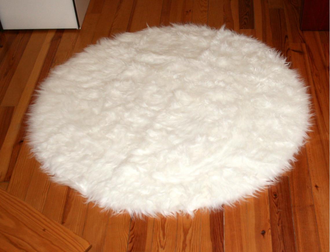 tapis rond fausse fourrure blanc peau de mouton synth tique. Black Bedroom Furniture Sets. Home Design Ideas