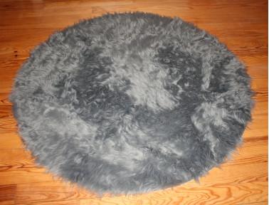 Tapis rond en peau de mouton synthétique gris