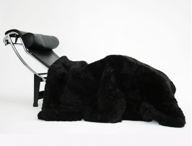 Dessus de lit noir en fourrure de mouton
