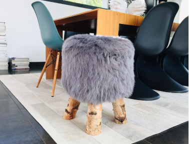 "Sheepskin Stool ""Dona"" short hairs with feet in real Birch wood"