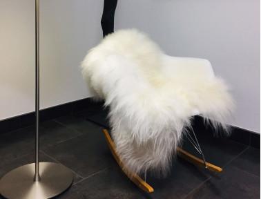 Peau de mouton islandais blanc sur chaise Eames