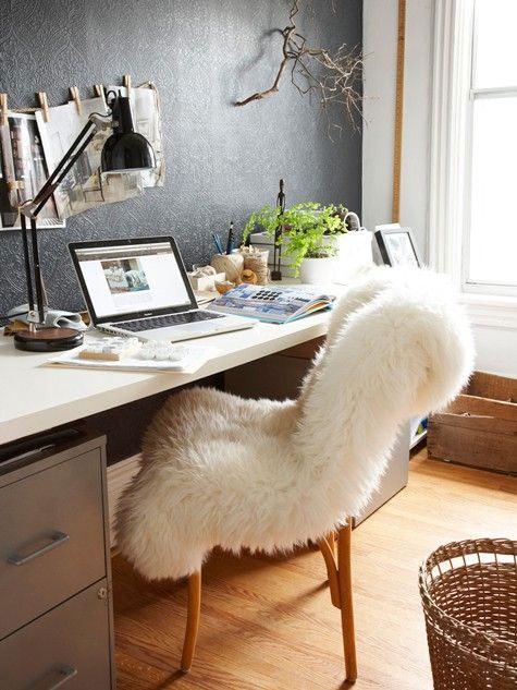 Peau de mouton sur fauteuil de bureau