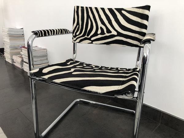 Modèle inspiré de la célèbre chaise B24 de MARCEL BREUER dévoilée en 1926 à New-York.