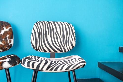 Véritable bijou pour votre décoration, cette chaise séduit par sa sobriété et son élégance. Confortable, elle est parfaite pour une salle à manger, un salon ou un bureau